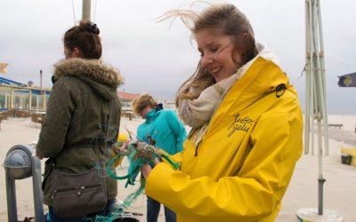Expeditie Juttersgeluk bevrijdt het strand van plastic